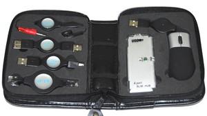 USB Travel  Kit con  Raton  y  Concentrador Hub USB 4 puertos - USB Travel  Kit con  Raton  y  Concentrador Hub USB 4 puertos. Este es un pack imprescindible para llevar contigo y t portatil todos estos accesorios y cables organizados y ocupando el minimo espacio.