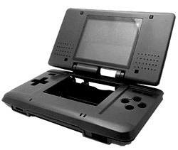 Carcasa Recambio para Nintendo DS  (Color Negro Antracita) - Carcasa de repuesto para NDS (no sirve para Lite). Con todo lo necesario para la sustitucion completa de carcasa y botones. Incluye tornilleria, tacos de goma y pegatinas.
