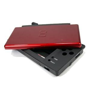 Carcasa Recambio para Nintendo DS Lite (NEGRO-ROJO) - Carcasa de repuesto para NDS  Lite.  Con todo lo necesario para la sustitucion completa de carcasa y botones. Incluye tornilleria, tacos de goma y pegatinas.