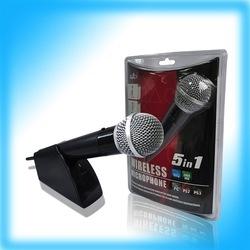 PEGA 5 en 1 micrófono sin hilos para PS2/PS3/XBOX 360 /WII/PC  - PEGA 5 en 1 micrófono sin hilos para PS2/PS3/XBOX 360 /WII/PC   5 en 1 micrófono sin hilos. Es conveniente para la mayoría de los juegos de la música para PS2/PS3/XBOX 360 /WII/PC, tal como la serie de  BANDA DE ROCK, Musical de la High School secundaria  y así sucesivamente.   Importante: no compatible con rock band, boogie, just dance 2014 y La voz