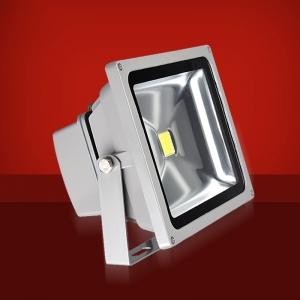 Foco Proyector LED  10W 3000K Luz Calida - Foco proyector LED orientable con una potencia de 10W y una alimentación  de 85-220V AC que es ideal para exteriores ya que cuenta con una protección IP65. El arranque inmediato y sin parpadeos permite restablecer de forma inmediata las condiciones de iluminación previas a un corte de suministro. Altas prestaciones y máxima eficiencia energética con un foco direccional de 5-12 metros de alcance de luz luminosa y Calida. Acabado en aluminio de inyección. Cuenta con un radiador que garantiza una óptima disipación del calor.