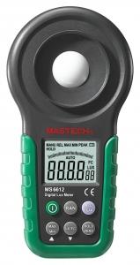 LUXÓMETRO PROFESIONAL MASTECH MS6612 - Luxometro digital MASTECH MS6612 -Rangos: 20, 200, 2.000, 20.000, 200.000 Lux -Selección:  automático y manual. -Retención de medidas: Data Hold y Peak Hold. -Tapa protectora del sensor óptico. -Incluye estuche de transporte