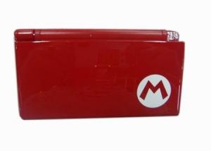 """Carcasa Recambio para Nintendo DS Lite  ROJA """"M"""" - Carcasa de repuesto para NDS  Lite ROJA """"M"""".  Con todo lo necesario para la sustitucion completa de carcasa y botones. Incluye tornilleria, tacos de goma y pegatinas."""